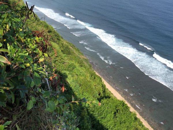 Tanah Pinggir Tebing di Pantai Pandawa